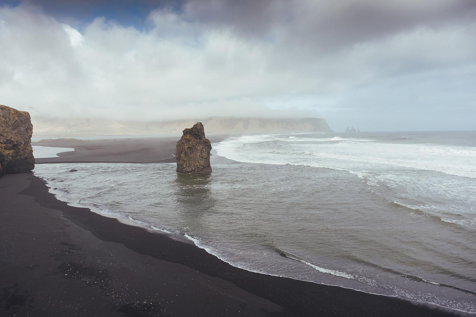 Reynisfjara - пляж из черного песка