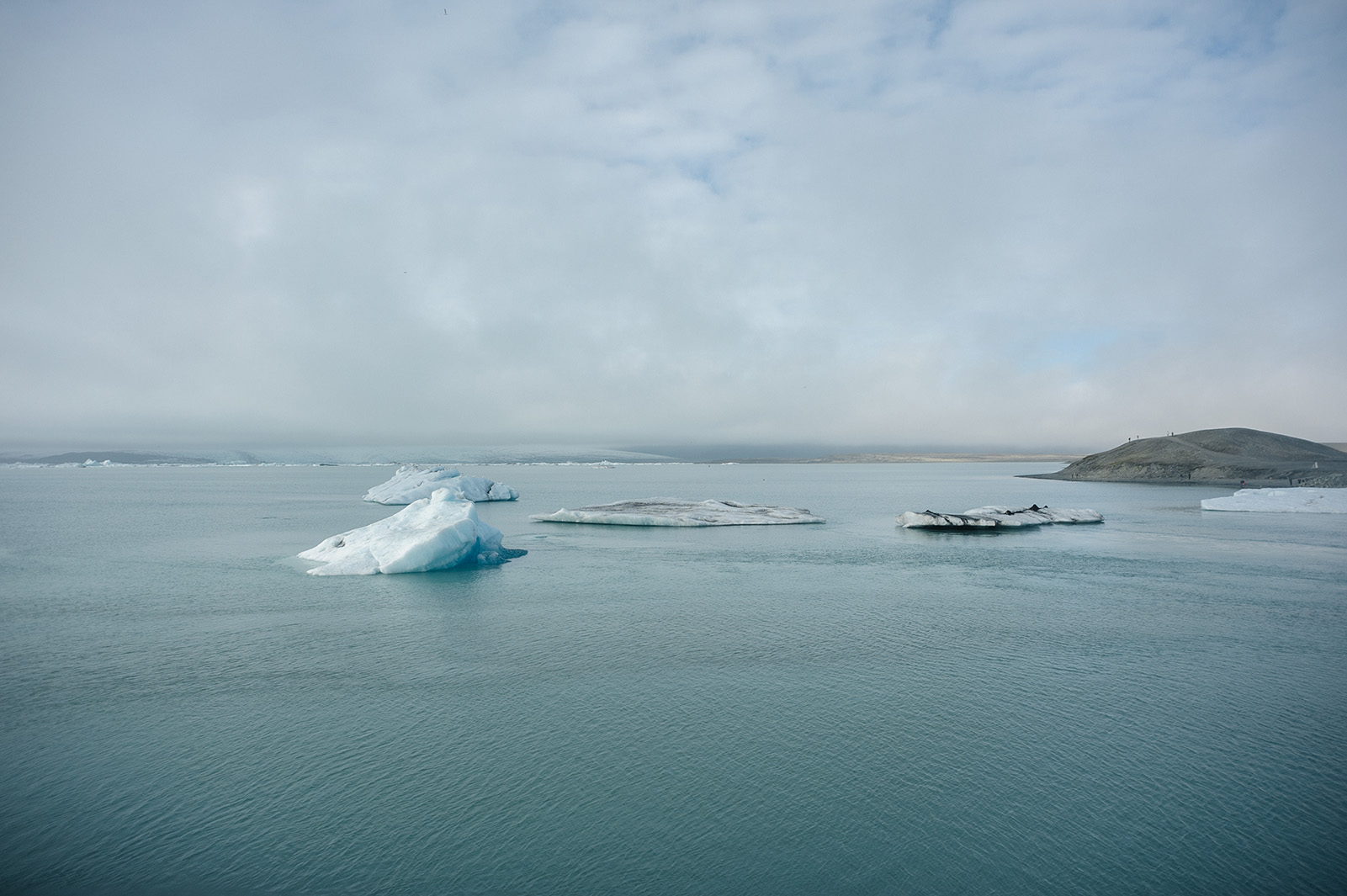 Lake Jökulsárlón - самая большая ледниковая лагуна в Исландии.