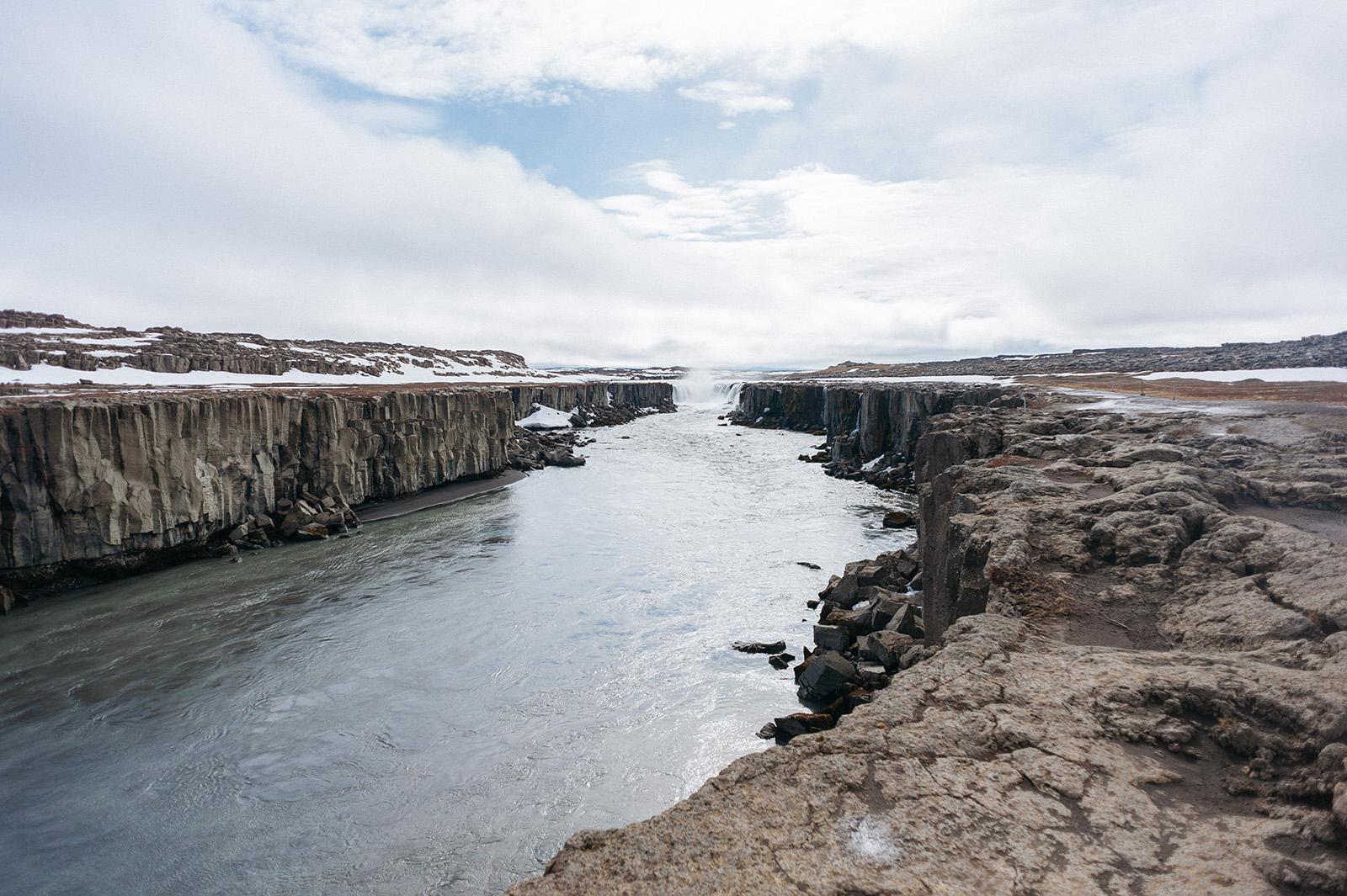 Selfoss - водопад находится рядом с самым мощным в Европе.