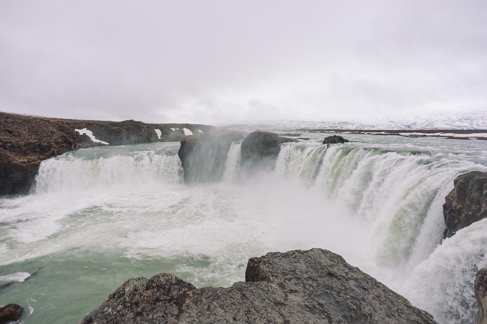 Goðafoss - водопад Бога. Назван так еще в незапамятные времена, после того, как в 1000 году н.э. Исландия приняла христианства и туда посбрасывали языческих идолов.