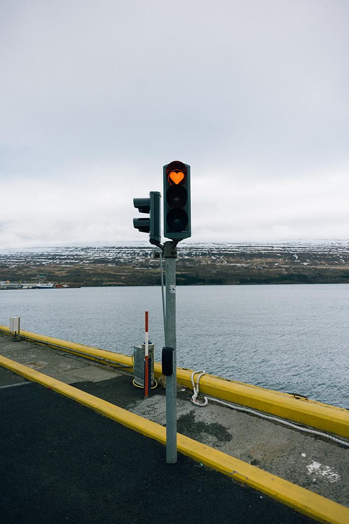 Светофор с любовью! на улицах горда Akureyri.