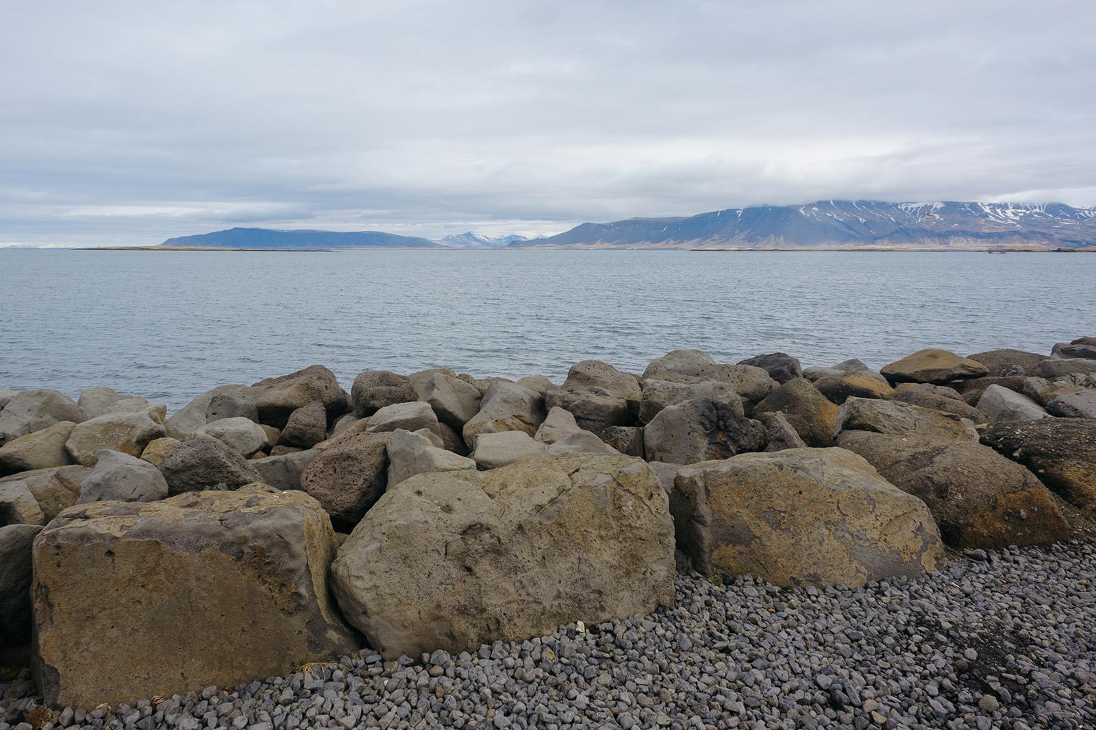 набережная в столице Исландии - Reykjavik.