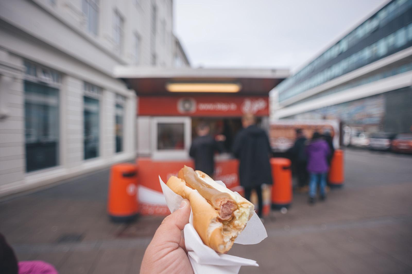 Bæjarins beztu pylsur (Лучший хотдог в городе), Reykjavik. Киоск по продаже хотдогов открылся в 1937 году. Работает до сих пор. Сюда ходят толпы туристов.