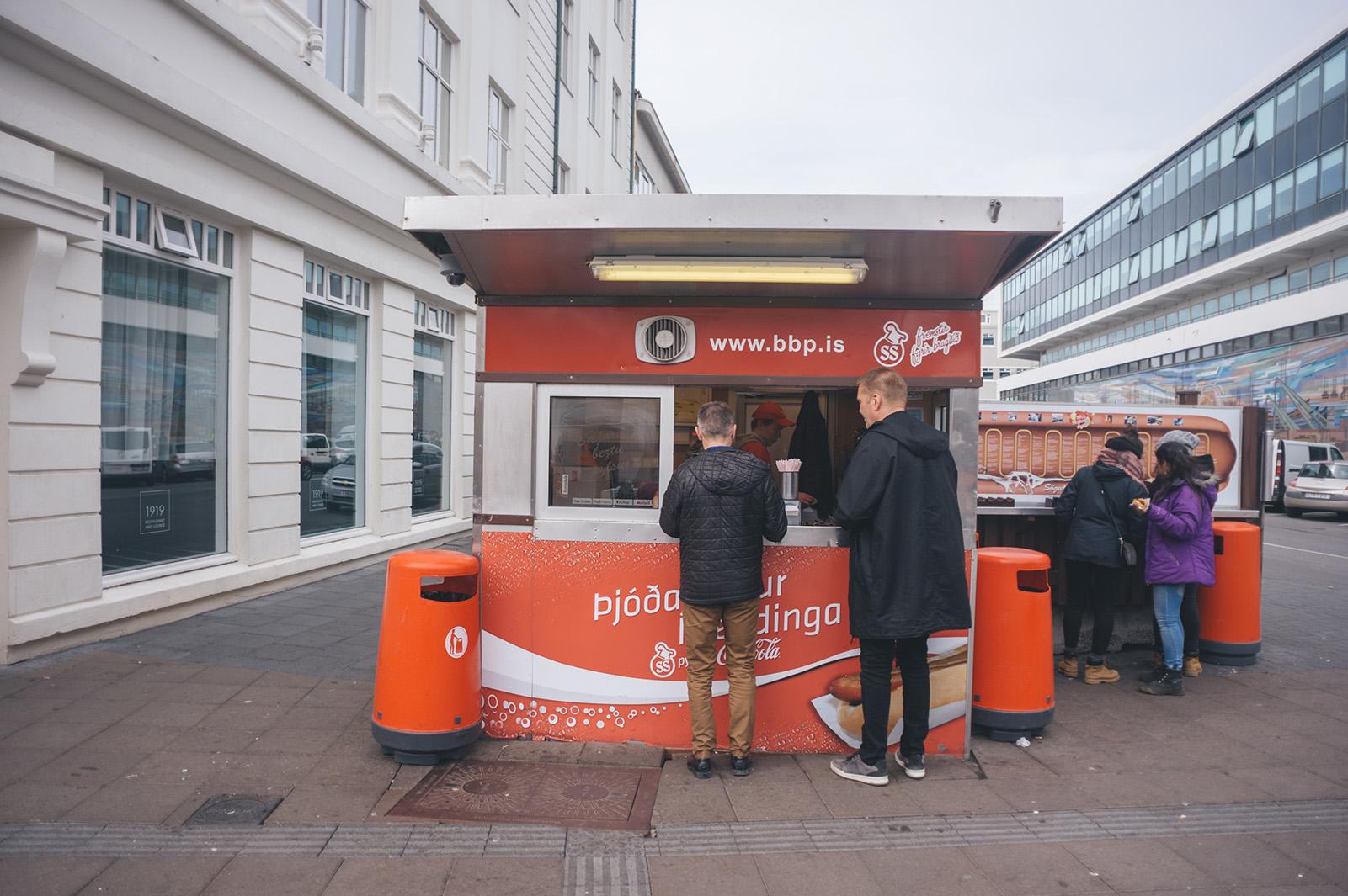 Bæjarins beztu pylsur (Лучший хотдог в городе), Reykjavik. В свое время, хотдогами из этого киоска питались многие знаменитости (Бил Клинтон, Джеймс Хетфилд, Чарли Шин)