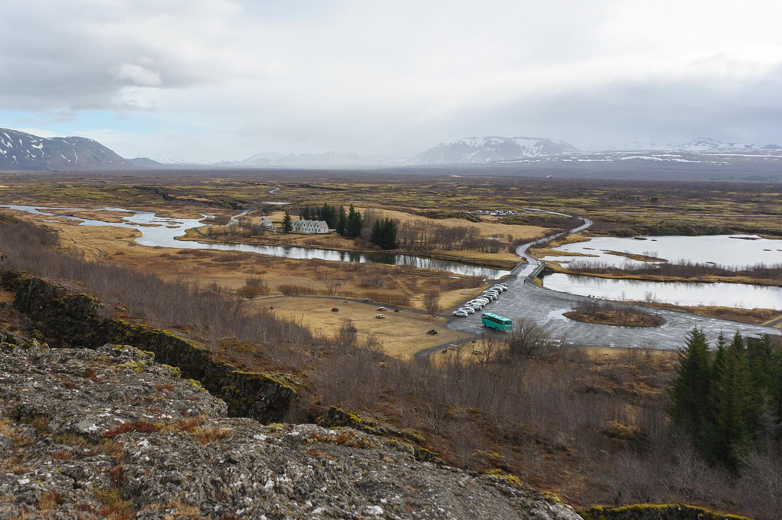 Þingvellir - в этой долине в 1000 году было принято решение о принятии исландцами христианства.