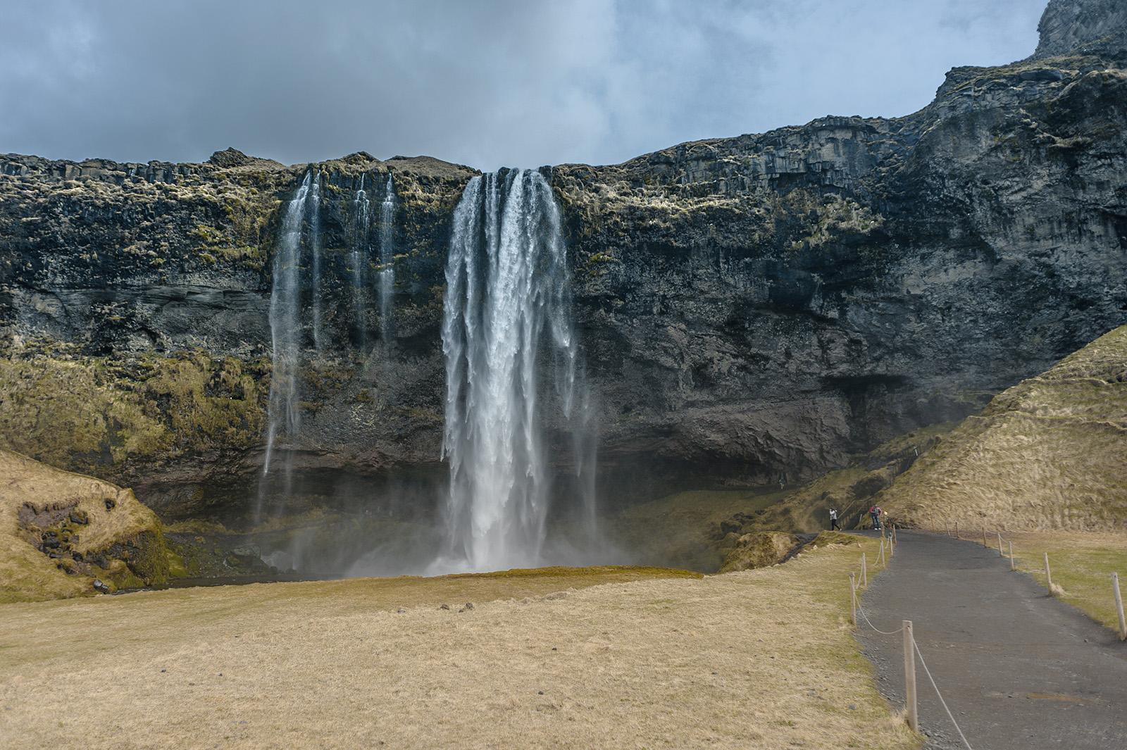 Seljalandsfoss - чуть ли не каждый водопад в Исландии является то самым красивым, то самым известным.