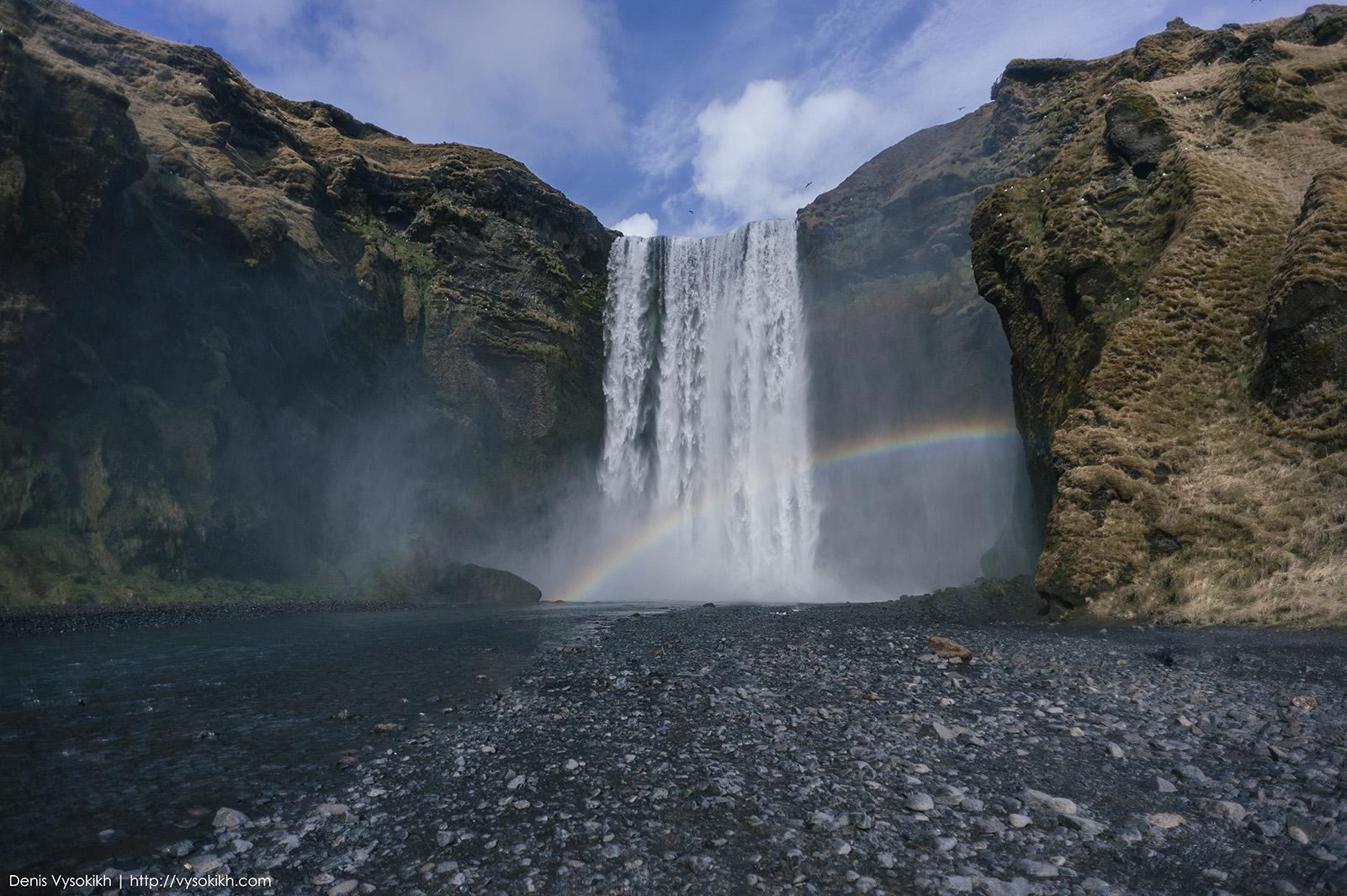 Skógafoss - на этом водопаде, практически, всегда можно наблюдать радугу.