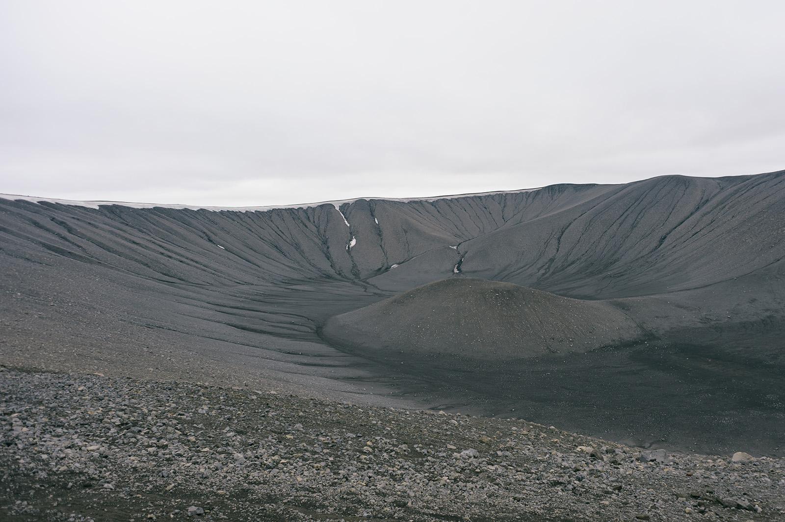 Hverfjall - не извергался две с половиной тысячи лет. Диаметр - 1км.