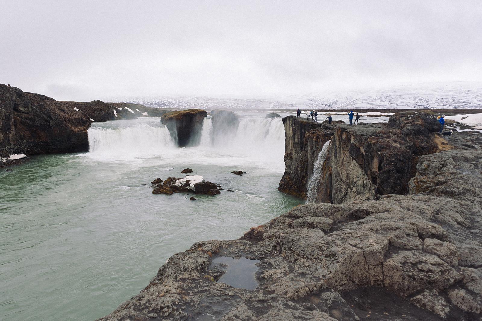 Goðafoss - водопад Бога.