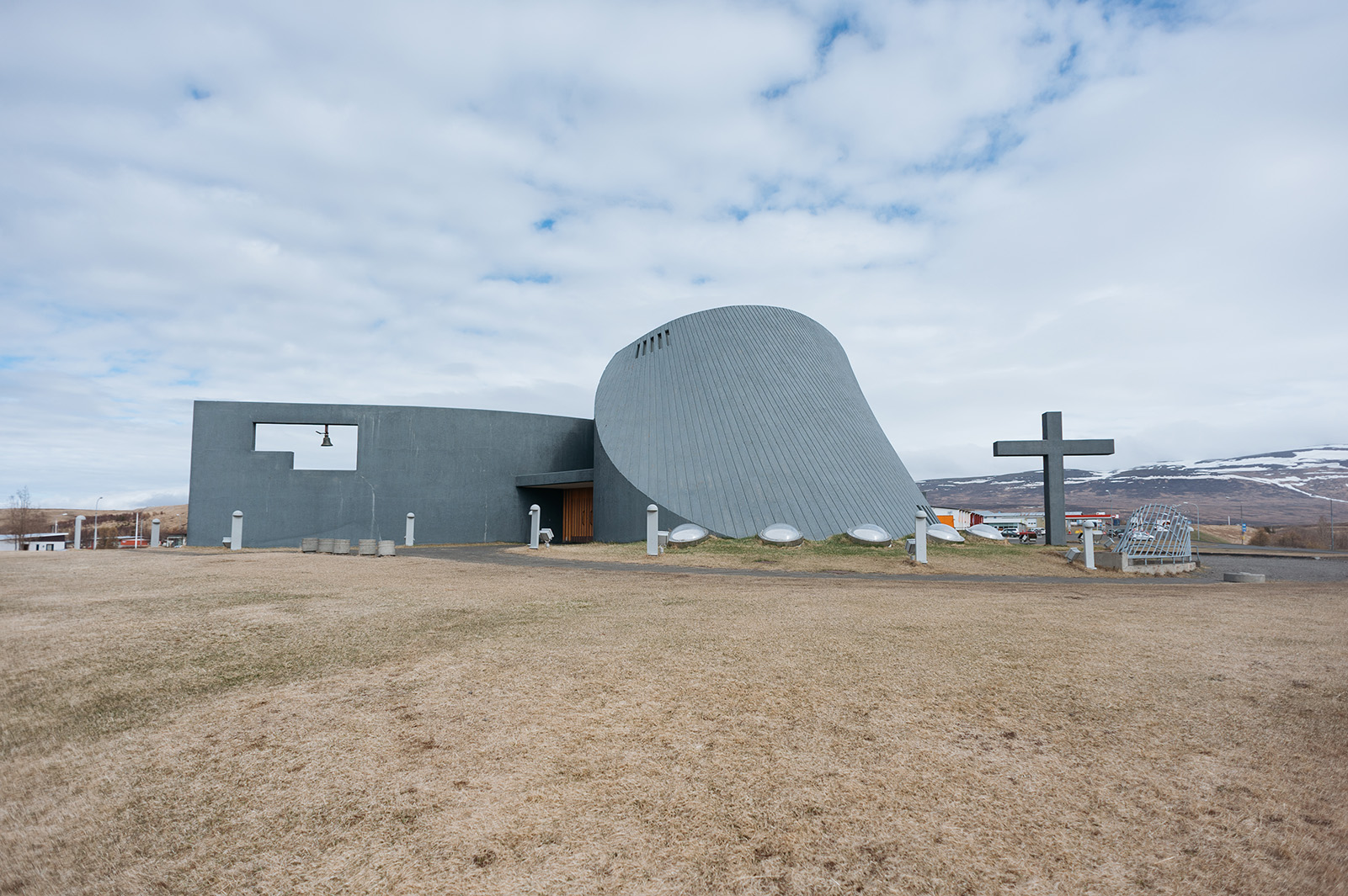 Blönduóskirkja. Исландия славится необычным дизайном церквей.