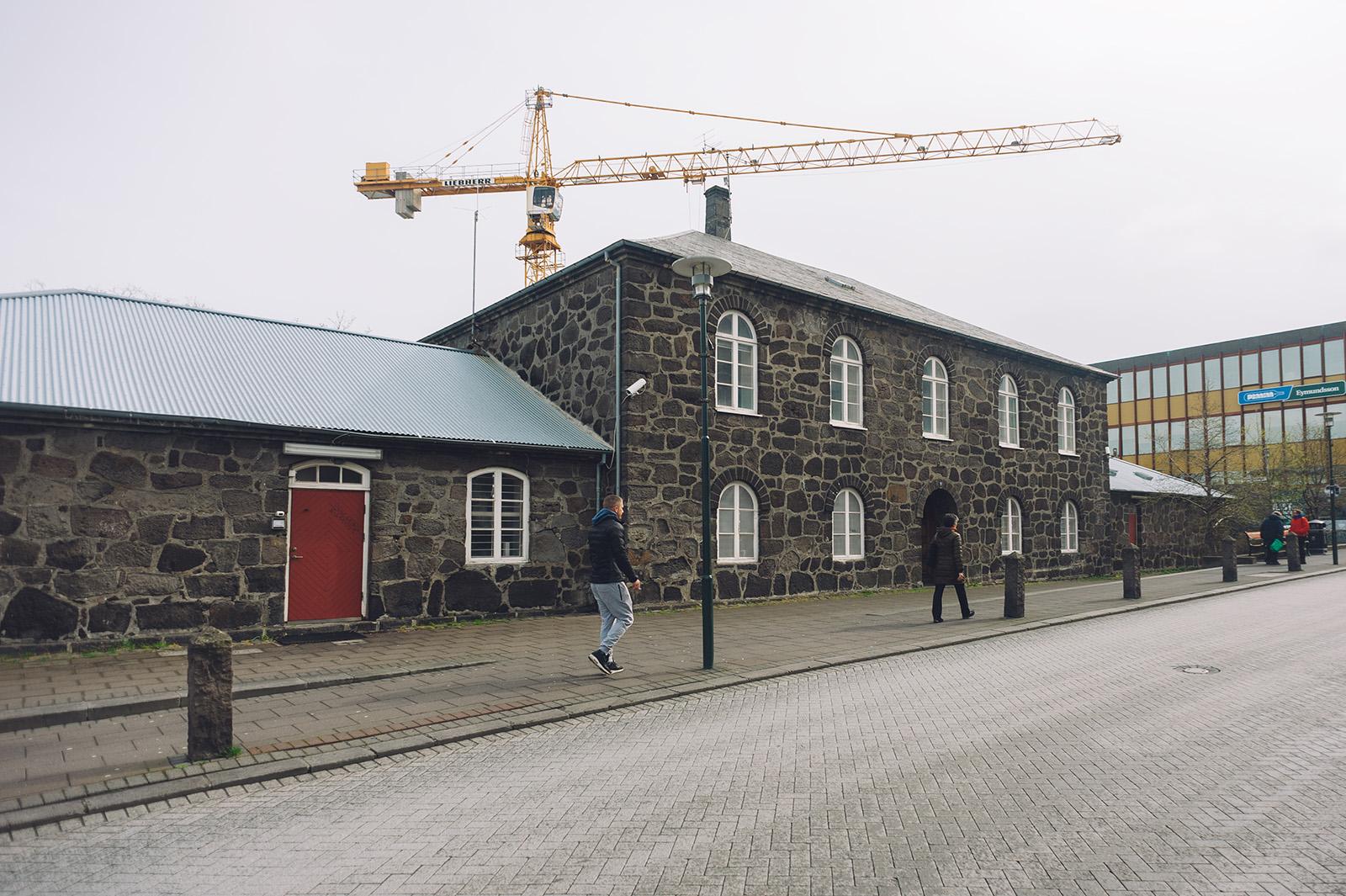 Действующая местная тюрьма, Reykjavik. По некоторым данным, на момент съемки, в ней не было ни одного заключенного.