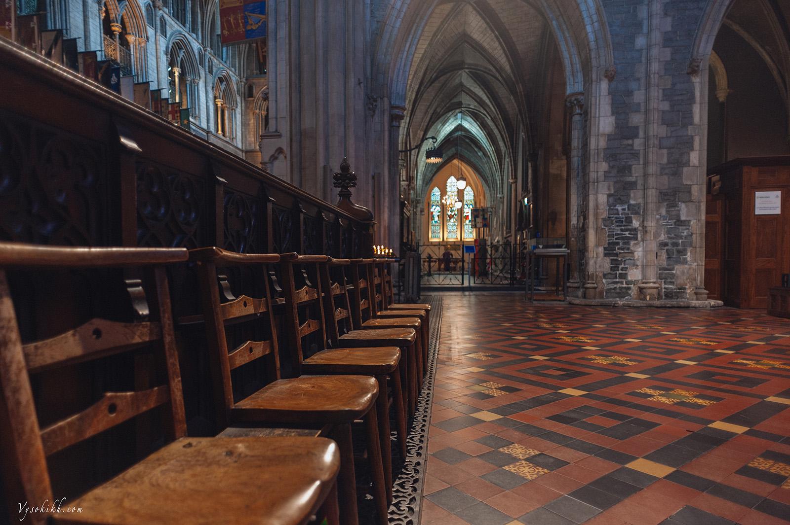 Saint Patrick's Cathedral (Árd Eaglais Naomh Pádraig) Собор Святого Патрика, интерьеры. В восемнадцатом веке здесь проводили посвящения в рыцари.