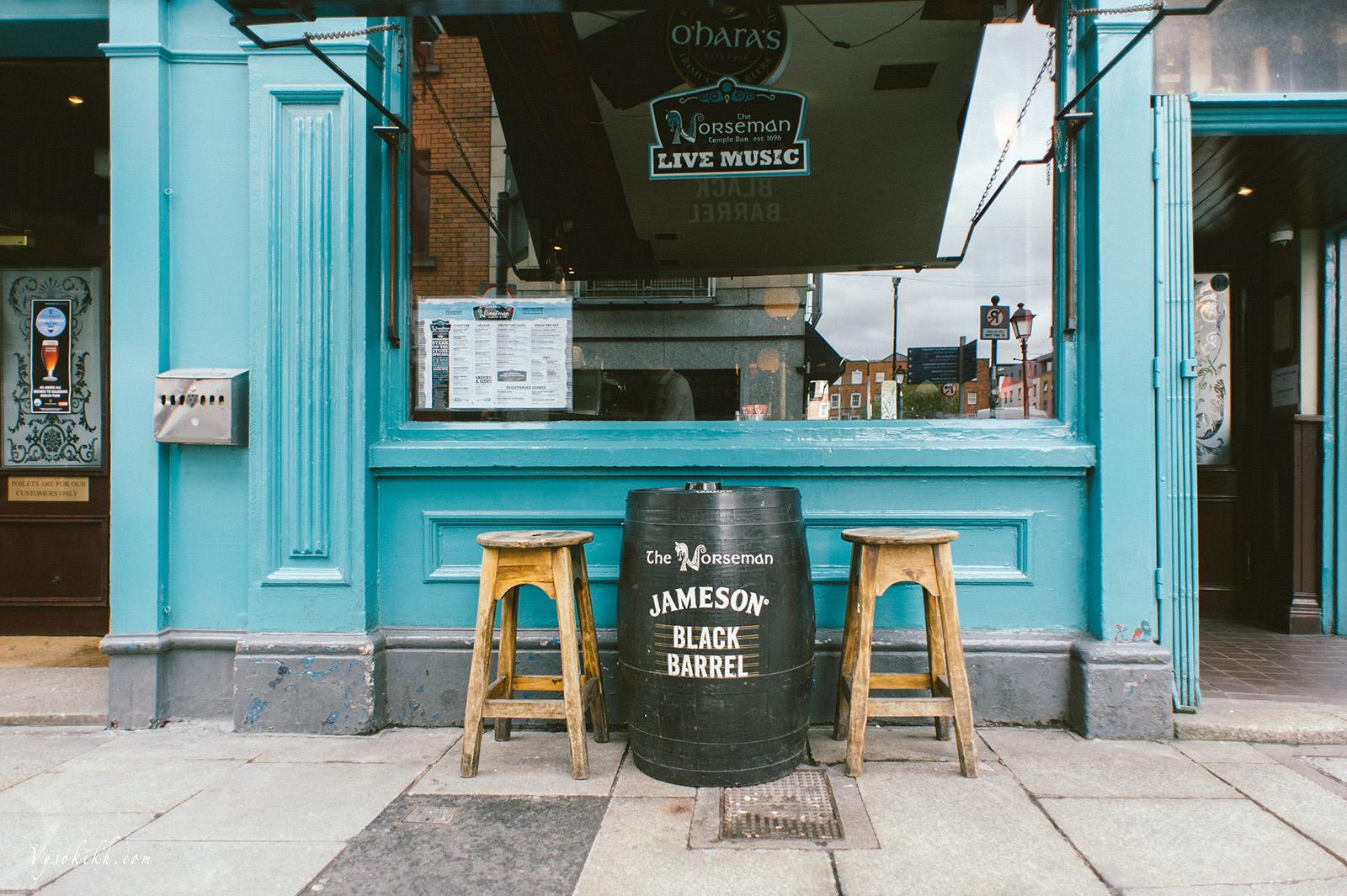 Temple Bar - один из самых старых и злачных районов Дублина, где располагаются множество пабов и магазинов.