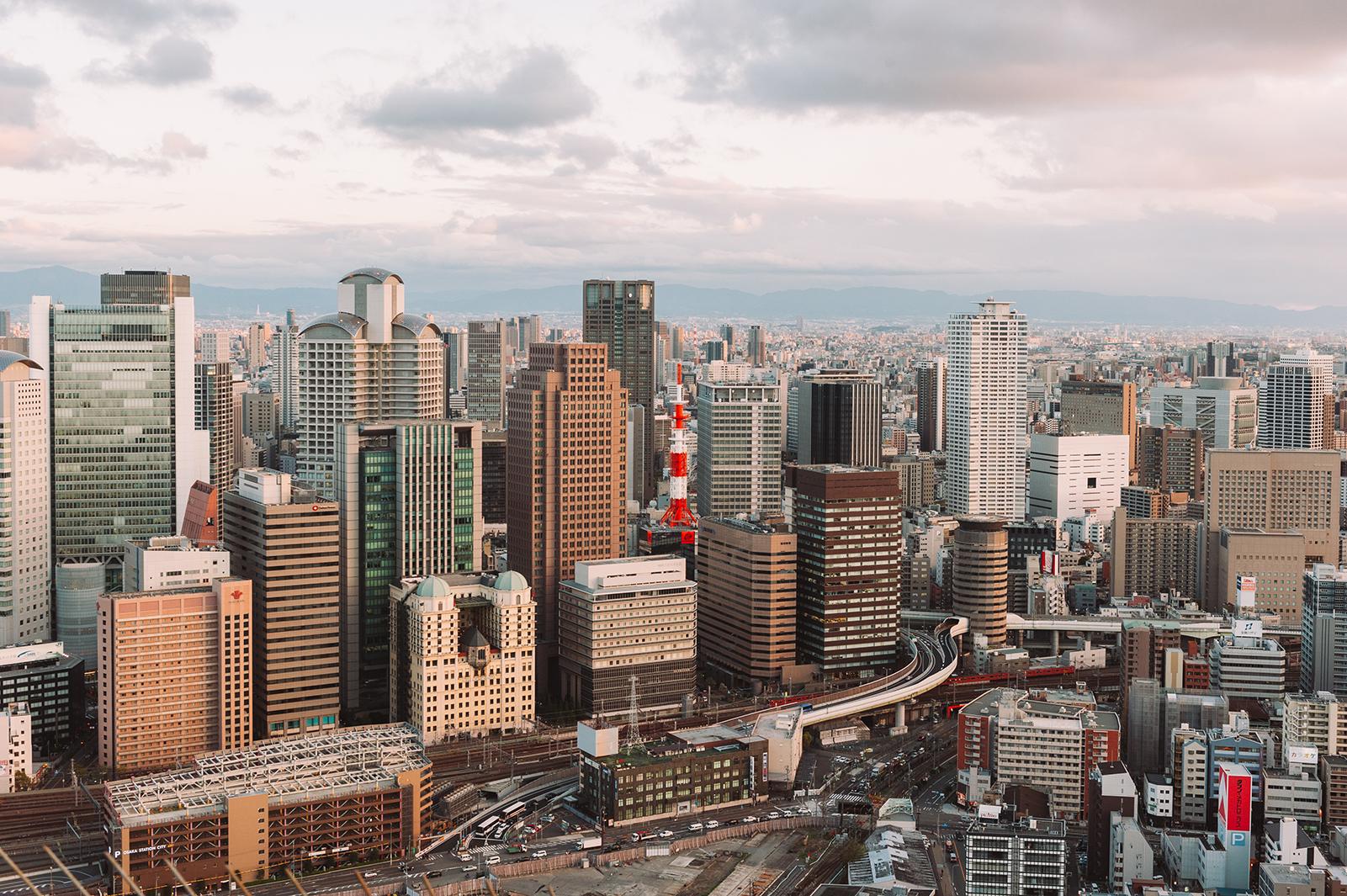 Вид на Осаку с небоскреба Умеда Скай Билдинг